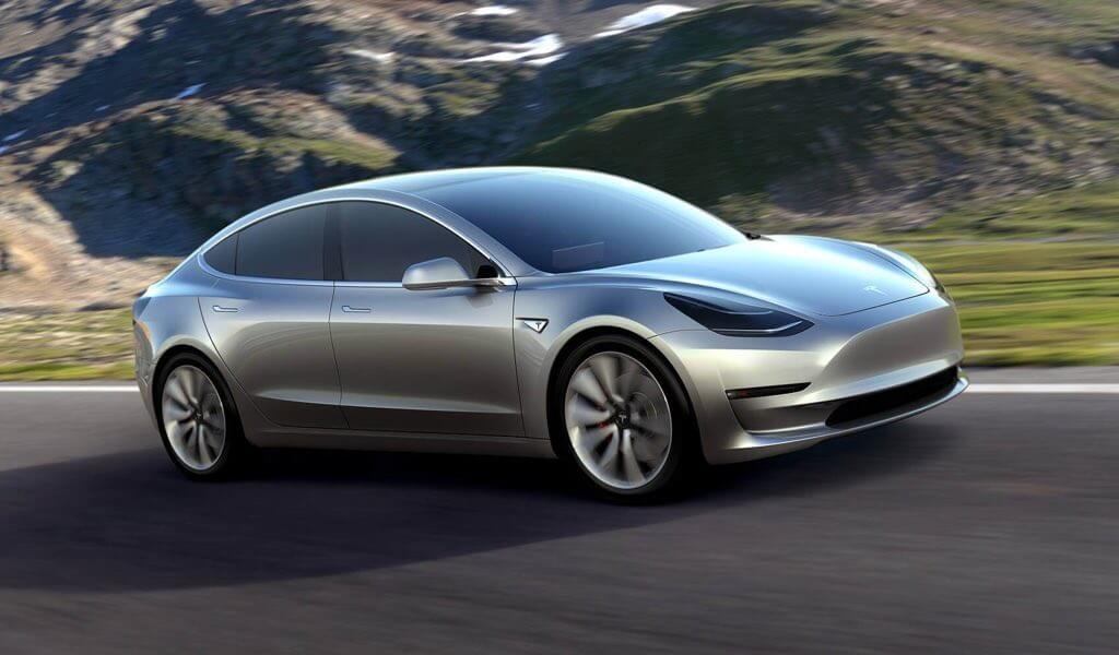 Elon Musk präsentiert Tesla´s Model 3 – Jetzt geht´s in die Breite